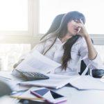 kvinde der er ramt af stress